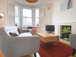 2 Bedroom House in the Heart of Angel