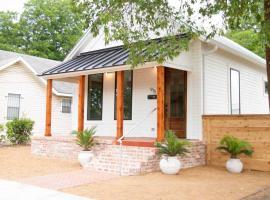 The Clay House Near Magnolia Home