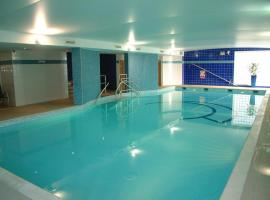 Stay Central Century Wharf - Perfect location, swimming pool and gym access