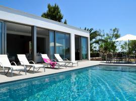 Private and Quiet Contemporany Villa