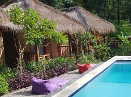 Wooden Paradise Bungalows Pool