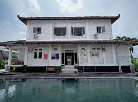 OYO 749 Omah Putih Residence