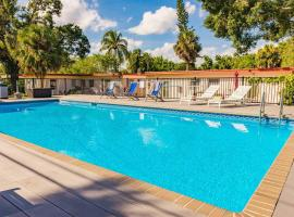 #8: Salt Water Pool, 8 min to Airport