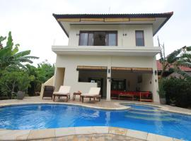 Villa Beranda Kecil, private garden, swimming pool and housekeeper in North Bali