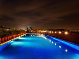 The Esquare Hotel