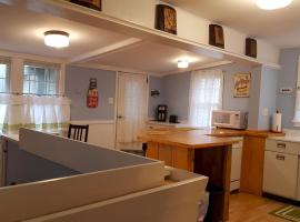 J39 Southwest -Humble Cottage Near Lake Minnetonka Sleeps 4 to 6