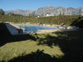 Casa grande con piscina y vistas a Montserrat