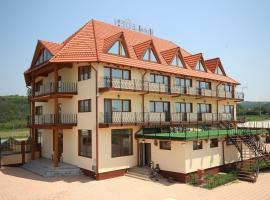 Hotel Eden, Şimian