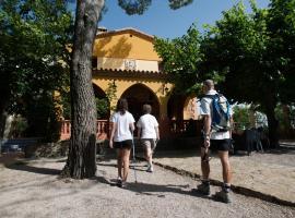 Hotel Restaurante Novella, Benasal (рядом с городом Torre de Embesora)