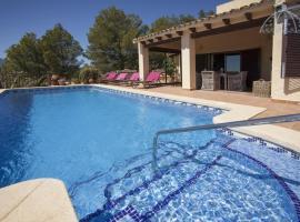 Bernia Villa Sleeps 6 Pool Air Con WiFi