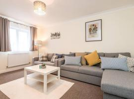 Family Friendly 3 Bed House By Airport - Sleeps 10