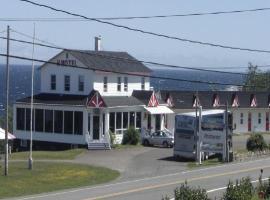 Hôtel Motel du Rocher, Rivière-la-Madeleine (Mont-saint-pierre yakınında)