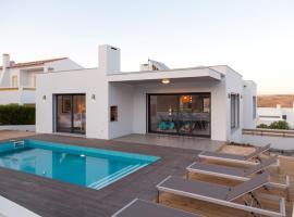 Cairnvilla: luxury villa with private pool near beach
