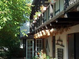 Hotel garni & Oma's Heuhotel 'Pension zur Galerie', Barby (Calbe yakınında)