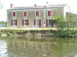 Chambres d'Hôtes Au Bord de Sèvre, Coulon (рядом с городом Le Mazeau)