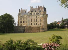 Château de Brissac, Brissac-Quincé (рядом с городом Saint-Mélaine-sur-Aubance)