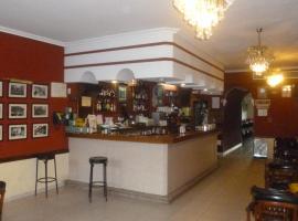 Hostal Cerezo, Гвадалупе (рядом с городом La Calera)