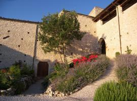 Monastero Fortezza di Santo Spirito, Fossa (Sant'Eusanio Forconese yakınında)