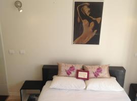 Le Christina-La Madeleine Apartment