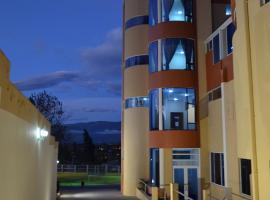 Hotel Versailles, Ambato (Montalvo yakınında)