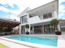 Summer House, Gold Coast
