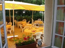 Hotel Restaurant Les Esparrus, Вилькроз (рядом с городом La Haute Maure)