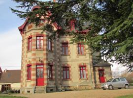 Chateau Lezat - Chambres d'Hotes et Table d'Hotes, La Souterraine