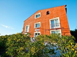 Residence Hoteliere La Pinede Bleue, Йер (рядом с городом La Capte)