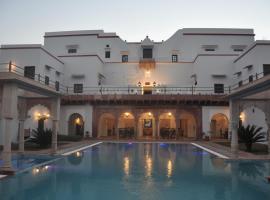 Chandra Mahal Haveli- An Amritara Private Hideaway, Luhāru