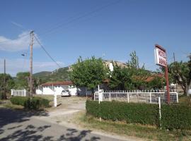 Athina Hotel, Loutrós (рядом с городом Ánthia)
