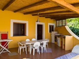 Case Vacanza Niketerios - Salina, Santa Marina Salina (Pozzo d'Agnello yakınında)