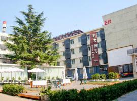 Nostalgia Hotel Beijing- Yonghe Lama Temple