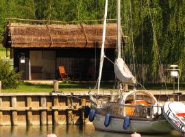 Peterzens Boathouse, Laupunen
