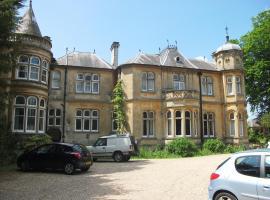 Fieldways Hotel and Health Club, Trowbridge (рядом с городом Steeple Ashton)