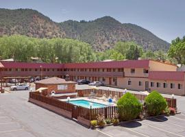 Glenwood Springs Cedar Lodge, Glenwood Springs