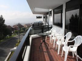 Edificio Alambra, Quito (Hacienda Caicedo yakınında)