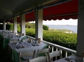 The Inn Spot on The Bay, Hampton Bays