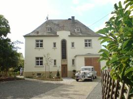 Apartment Altes Pfarrhaus, Köwerich (Klüsserath yakınında)
