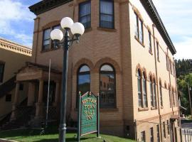 Town Hall Inn, Lead