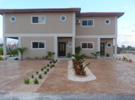 Two-Bedroom Townhouse near Coral Harbour Beach, Nassau (Coral Harbour yakınında)