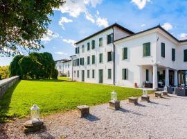 Hotel Villa Policreti, Castello d'Aviano (Sedrano yakınında)