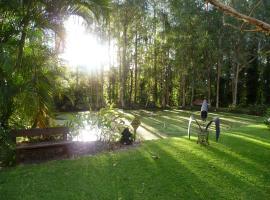 Poppies Bed & Breakfast, Mooloolah (Glenview yakınında)