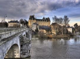 Chateau de Durtal, Durtal (рядом с городом Bazouges-sur-le-Loir)