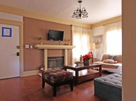 Hamlin 3 Bedroom Home near Sherman Oaks Galleria, Sherman Oaks (V destinácii Van Nuys a okolí)