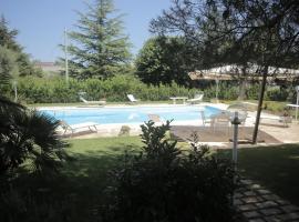 Villa Curri, Locorotondo (Lamie di Olimpia yakınında)