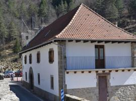 Alojamientos Rurales Apezarena, Izalzu (рядом с городом Ochagavía)