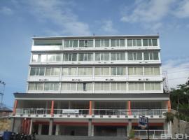 L Bajo Hotel
