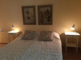 Gil's Guest Rooms, Neve Zohar