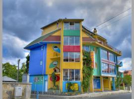 Семеен Хотел Шарената Къща, Ахтопол