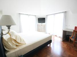 Hotel Plinius, Komo